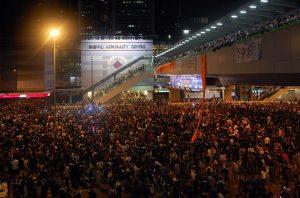 احتجاجات واحداث عنف وحرق لمقرات أحزاب وأزمات متعددة